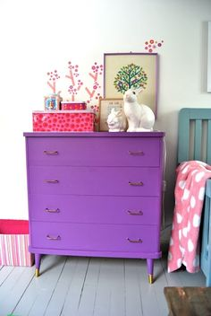 Marsipan og smilefjes: Mathearommet I think this may be the purple I am looking for for the playroom art supplies desk. Too bad the post is all talking about what to paint over this dresser instead of telling me what color and brand this paint is! Furniture Makeover, Diy Furniture, Furniture Design, Purple Furniture, Vintage Furniture, Girl Room, Girls Bedroom, Baby Room, Diy Home Decor Bedroom