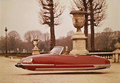 des vieux modèles Citroën en voitures volantes, non sans rappeler la série Air Drive. Une série à la fois vintage et visionnaire à découvrir...