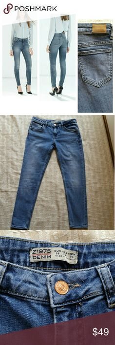 Zara Basic Denim Dept  Z1975 mid raise size 4 Excellent  Condition Is size 4 but this brand rums small. Zara Jeans Skinny