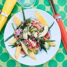 Asiatisk sallad med kallrökt lax och mango