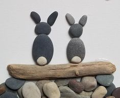 Stone Pictures Pebble Art, Stone Art, Pierre Decorative, Pebble Art Family, Wood Craft Patterns, Seashell Crafts, Driftwood Crafts, Rock And Pebbles, Rock Decor