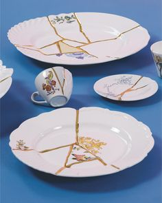 elegant and contemporary, the kintsugi tableware collection is reminiscent of classicism with its limits and style shattered. Kintsugi, Wabi Sabi, Design Japonais, Art Japonais, Japanese Interior, Japanese Art, Origami Wall Art, Modern Asian, Style Deco