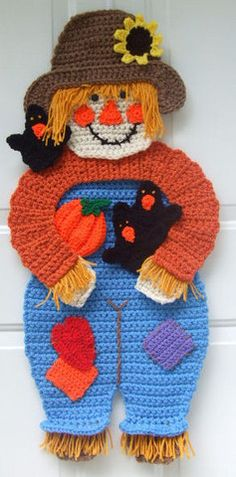 Scarecrow & Crows Door Hanging - First Class Mail : Crochet Village Cute Crochet, Crochet Crafts, Yarn Crafts, Crochet Toys, Crochet Projects, Thanksgiving Crochet, Holiday Crochet, Autumn Crochet, Halloween Crochet Patterns