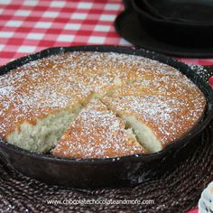 Old Fashioned Sugar Cake-no icing needed for this light and flavorful cake! Yummy with fresh berries! Cast Iron Skillet Cooking, Iron Skillet Recipes, Cast Iron Recipes, Just Desserts, Delicious Desserts, Yummy Food, Skillet Cake, Cake Recipes, Dessert Recipes