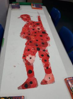 A brilliant Remembrance Day art tribute which looks lovely as a wall display during the topic. Discover lots of Remembrance Day ideas and teaching resources at Twinkl. #remembrance #remembranceday #November #poppy #art #solider #war #history #teaching #teach #teacher #parents #parenting #twinkl #twinklresources