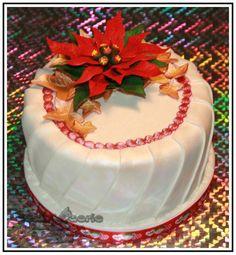 Red Poinsettia - Cake by Suzanne Readman - Cakin' Faerie