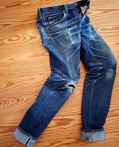 """Heavily worn in pair of Lee 💙 jeans selvedge pant indigo menswear Torn Jeans, Black Denim Jeans, Raw Denim, Denim Pants, Trouser, Clothing Store Design, Edwin Jeans, Pant Shirt, Well Dressed Men"