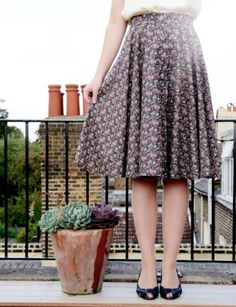 1950's Button Up Skirt  •  Free tutorial with pictures on how to sew a hand sewn skirt in 7 steps