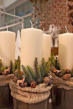 Even if it is the last minute, these quick Christmas decorations are easy to DIY.Here are best Last Minute Christmas Decor ideas that are within your budget Christmas Candles, Christmas Centerpieces, Rustic Christmas, Xmas Decorations, Christmas Home, Christmas Wreaths, Christmas Ornaments, Advent Wreaths, Christmas Stockings