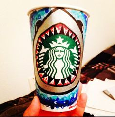 This is awesome! Starbucks Crafts, Starbucks Art, Starbucks Drinks, Starbucks Coffee, Starbucks Cup Design, Coffee Cup Art, White Cups, Coffee Colour, Tea Art