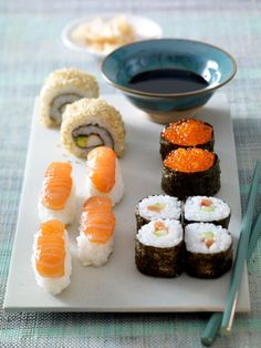 Make sushi yourself - how it works , Make sushi yourself - how it works Sushi Co, Diy Sushi, Nigiri Sushi, My Favorite Food, Favorite Recipes, Japanese Food Sushi, Sushi Recipes, Tasty, Yummy Food