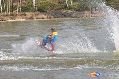 7/31   Photo du water stunt show, Jim Bond H2O situé à Holiday-Park (Allemagne). Plus d'information sur notre site http://www.e-coasters.com !! Tous les meilleurs Parcs d'Attractions sur un seul site web !!