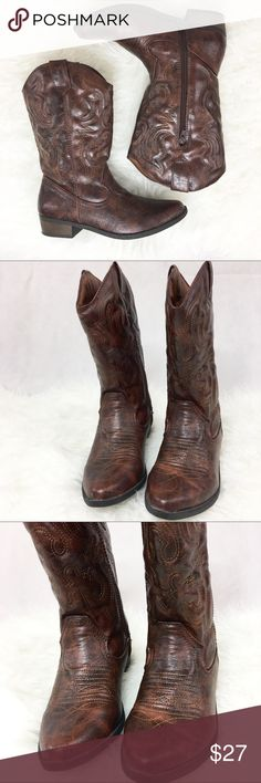 Western boots cowboy boots women 7.5 Synthetic material, very comfortable. Size says 6 but it is NOT. It's a 7.5. All my shoes are 7.5, and those fit me like a charm (with socks). Barely used, see pictures Shoes Ankle Boots & Booties