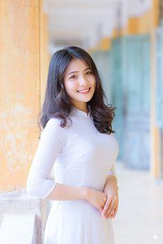 Poker Online, Beautiful Asian Girls, Pretty Girls, Ao Dai, Runway Fashion, Fashion Fashion, Fashion Trends, Asian Woman, Asian Beauty