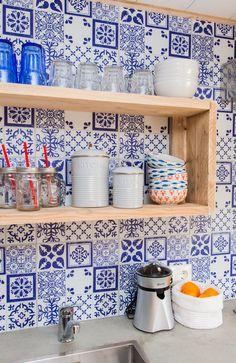 In een nieuwe keuken hoort natuurlijk schitterend servies! Wat vindt u van het servies?  #keuken #servies #styling #stoerbuiten