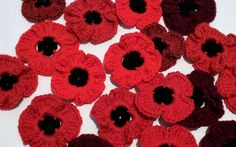 When crocheting remembrance poppies to be used as part of a tribute in honour of soldiers that served in the Armed Forces with a large poppy display there are a two of things that are desirable for a crochet pattern Knitted Poppy Free Pattern, Knitted Flower Pattern, Knitted Poppies, Knitted Flowers, Easy Crochet Slippers, Fast Crochet, Crochet Lace, Poppy Craft, Spool Knitting