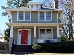 Classic 1927 American Foursquare in Richmond, Virginia, where famous siblings Shirley MacLaine and Warren Beatty once lived. Shirley MacLaine & Warren Beatty's Childhood Home Stucco Exterior, Exterior House Colors, Exterior Paint, Exterior Design, Four Square Homes, Bungalow House Plans, American Houses, Exterior Remodel, Home Reno