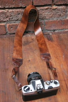 Marbled Chocolate Leather Buckled Camera Neck by MagpiesAperture Photo Accessories, Camera Accessories, Leather Accessories, Camera Neck Strap, Leather Camera Strap, Leather Art, Leather Buckle, Leather Projects, Leather Crafts