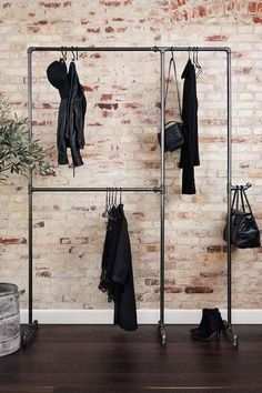 Wild Bill Elliot - Freestanding clothes rack with two levels - Industrie ♡ Wohnklamotte - Crafts Diy Clothes Rack, Clothes Rail, Hanging Clothes, Bar Clothes, Clothes Refashion, Clothes Crafts, Closet Bedroom, Bedroom Storage, Diy Storage