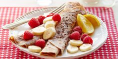 Cinnamon crêpes with nut butter, sliced banana & raspberries: Use gluten-free flour in these thin breakfast pancakes served with almond butter, fruit and lemon Best Healthy Pancake Recipe, Sweet Pancake Recipe, Pancake Recipes, Lactose Free Recipes, Fodmap Recipes, Gluten Free, Dairy Free, Fodmap Breakfast, Breakfast Pancakes