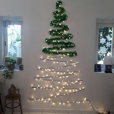 101 Christmas DIY Decorations Easy and Cheap christmas decorations easy Wall Christmas Tree, Creative Christmas Trees, Diy Christmas Decorations Easy, Noel Christmas, Outdoor Christmas, Simple Christmas, Christmas Crafts, Diy Christmas Room Decor, Apartment Christmas Decorations