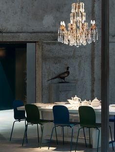 Carlo e Camilla restaurant in Milan: In a tribute to Italian design the chairs are by Cappellini (Fronzoni by AG Fronzoni and Tate Color by Jasper Morrison). Bar Interior, Restaurant Interior Design, Interior Design Tips, Interior And Exterior, Interior Architecture, Interior Decorating, Stylish Interior, Restaurant Milan, Milan Restaurants