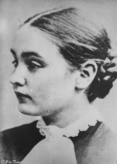 A picture of the young Helen Keller Pictures Of Helen Keller, The Lives Of Others, History Books, Ivy, America, Adventure, Green, People, Inspire