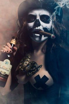 Baron Samedi Costume Inspriation/Ideas: This is def the face makeup I'm doing. I like the jacket too Baron Samedi / Witch Doctor Inspired Costume Walpapers Hd, Baron Samedi, Catrina Tattoo, Make Up Gesicht, Arte Obscura, Geniale Tattoos, Chicano Art, Fidel Castro, Foto Art