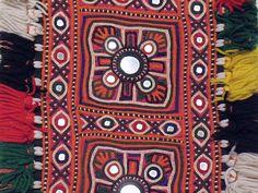 Banjara mirror work embroidery Embroidery Works, Hand Embroidery Designs, Kutch Work Saree, Mirror Work, Krishna, Textile Art, Bohemian Rug, Needlework, Ethnic