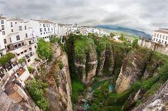 Ronda in Andalusia: la città sullo strapiombo - La montagna rocciosa su cui nasce Ronda