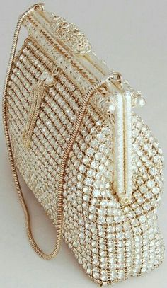 51 Most Unique Clutch Bags Oozing Class and Style Vintage Purses, Vintage Bags, Vintage Handbags, Vintage Shoes, Vintage Accessories, Fashion Accessories, Sacs Design, Beaded Bags, Womens Purses