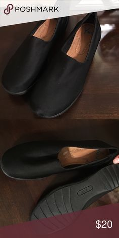 Women's walking shoes Super comfy women's walking shoes. Very clean in very good condition. Shoes