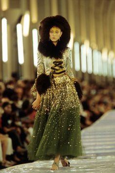 Christian Dior Fall 1999 Couture Collection Фотографии - Vogue
