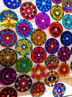 30 easy and simple recycled projects scratch Cd Crafts, Diy And Crafts, Arts And Crafts, Recycled Cds, Recycled Crafts, Plastik Recycling, Cd Recycle, Cd Diy, Mandala Art