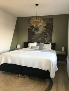 Accent wall plus! Green Rooms, Bedroom Green, Home Bedroom, Bedroom Wall, Master Bedroom, Bedroom Decor, Bedrooms, Bedroom Color Schemes, Bedroom Colors