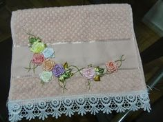 LOY HANDCRAFTS, TOWELS EMBROYDERED WITH SATIN RIBBON ROSES: LAVABO