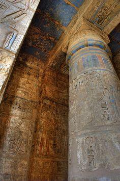 Habu Temple . Luxor, Egypt