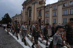 Niños y adolescentes desfilando en la conmemoración del 70 aniversario del levantamiento de Varsovia. Fotografía de Gervasio Sánchez