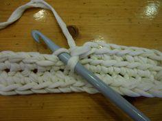 cartera trapillo (7) Crochet Phone Cases, Diagram Chart, Wedding Art, Blog Design, Animal Tattoos, Design Quotes, Celebrity Weddings, Merino Wool Blanket, Art Education