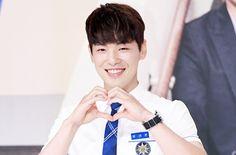 Jutek Tapi Perhatian di 'School 2017', Kim Jung Hyun Bikin Netter Kesengsem