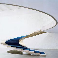 escalera de Oscar Niemeyer. #design