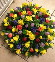 A round coffin spray posy in mixed spring or seasonal bright flowers Casket Flowers, Funeral Flowers, Wedding Flowers, Funeral Floral Arrangements, Flower Arrangements, Funeral Caskets, Funeral Sprays, Memorial Flowers, Cemetery Flowers