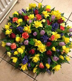Tante composizioni floreali coloratissime adatte ad ogni occasione: matrimonio, Natale, Pasqua e compleanno!