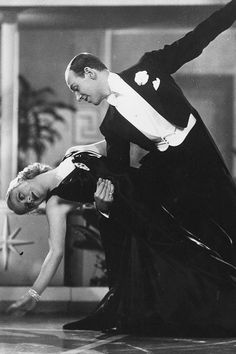Ginger Rogers and Fred Astaire dancing in a scene from the film 'Roberta', Golden Age Of Hollywood, Classic Hollywood, Old Hollywood, Fred Astaire, Shall We Dance, Just Dance, Classic Movie Stars, Classic Films, Fred And Ginger