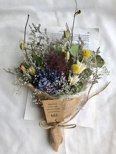スモークツリーと紫陽花のスワッグ ⑦ Dried Flower Bouquet, Dried Flowers, Winter Wedding Flowers, Flower Studio, Rustic Bouquet, How To Preserve Flowers, Flower Boxes, Bunt, Planting Flowers