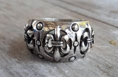 fleur de lis ring sterling silver 925 Beautifully ornate Rounded top weights 13 gms Sits If your size is not listed please convo me for a quote Also available with gold fluer de lis. Baroque, Wedding Men, Wedding Rings, Steampunk, Celtic Rings, Dress Rings, Garnet Rings, Boho Rings, Sterling Silver Rings