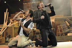"Matthew Morrison & Neil Patrick Harris belting out ""Dream On"" on GLEE. Hot!"
