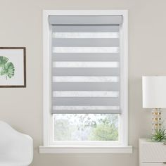 Stunning Ideas for a window shades los angeles that will blow your mind Roman Shades Kitchen, Bathroom Window Coverings, Blinds For Windows Living Rooms, Window Blinds & Shades, Best Blinds, Contemporary Windows, Modern Blinds, Roller Shades, Roller Blinds