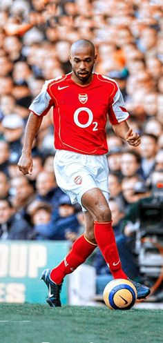 Football Icon, Football Players, Thierry Henry Arsenal, Aubameyang Arsenal, Arsenal Wallpapers, Leonel Messi, Vintage Football, Old Trafford, Psg