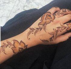 Pretty Henna Designs, Modern Henna Designs, Floral Henna Designs, Arabic Henna Designs, Henna Tattoo Designs, Finger Henna, Hand Henna, Simple Henna Tattoo, Mahendi Design
